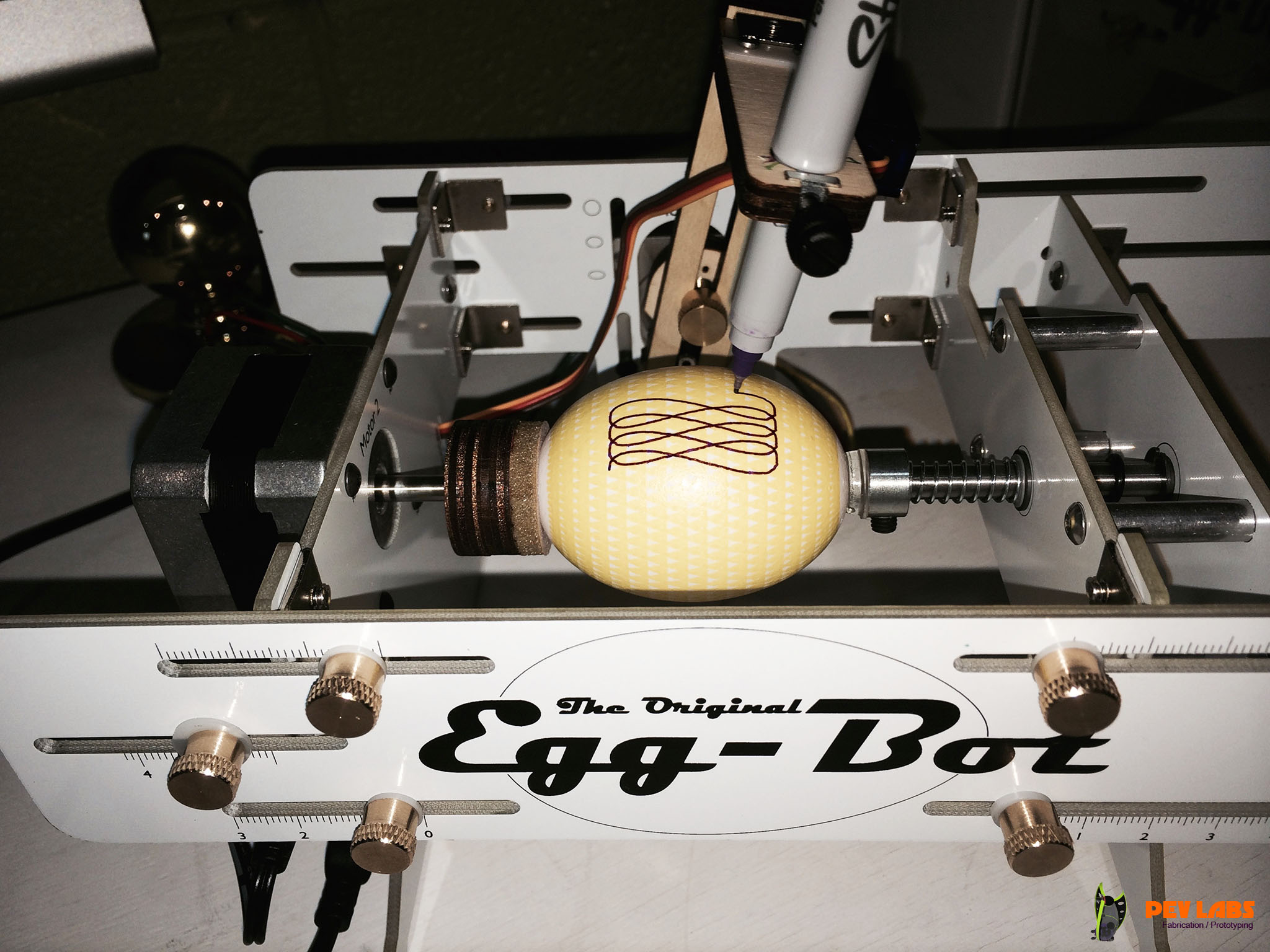 Drawing Double Pattern on Egg
