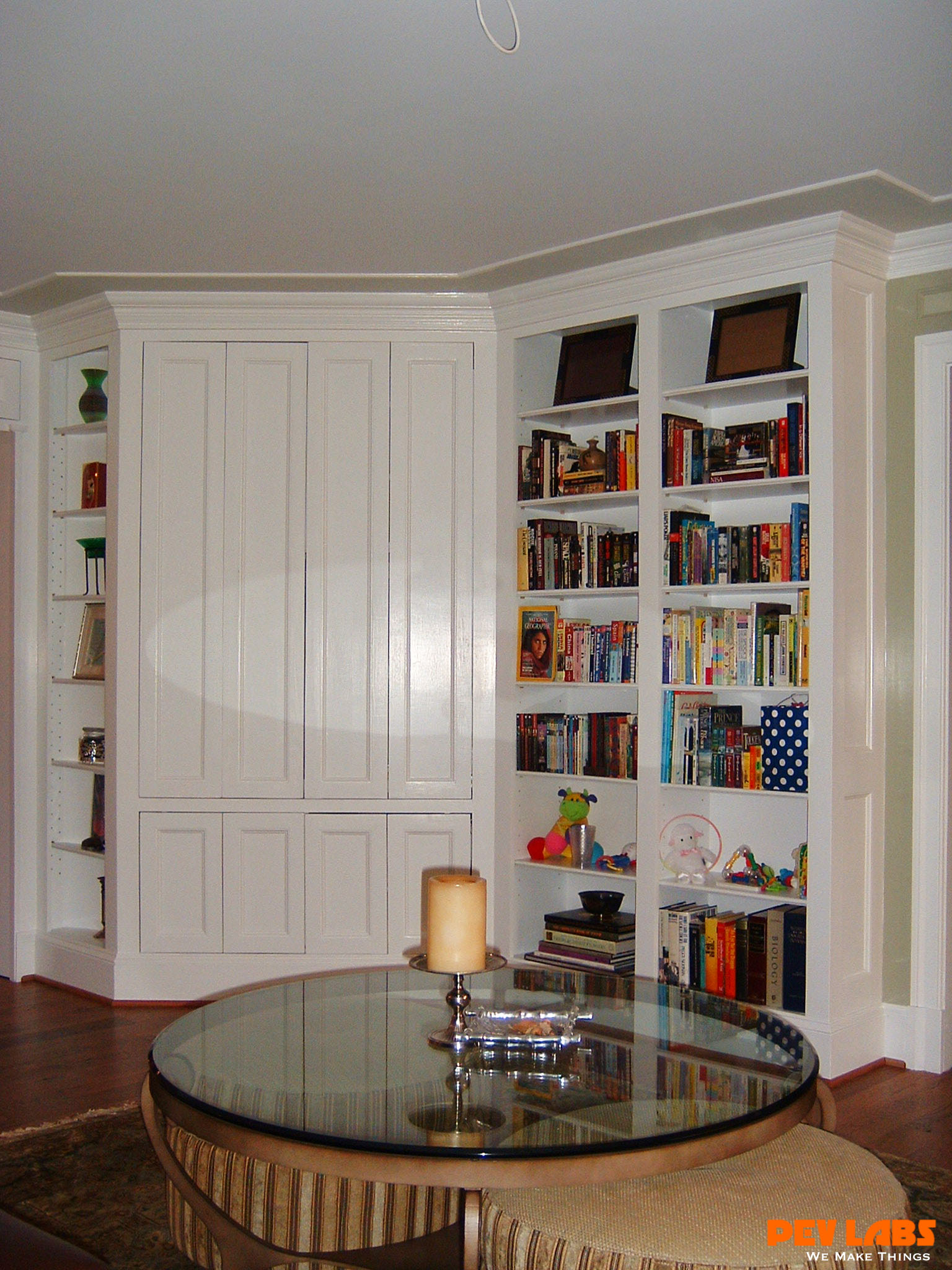 >Custom Builtin TV Cabinet and Book Shelves