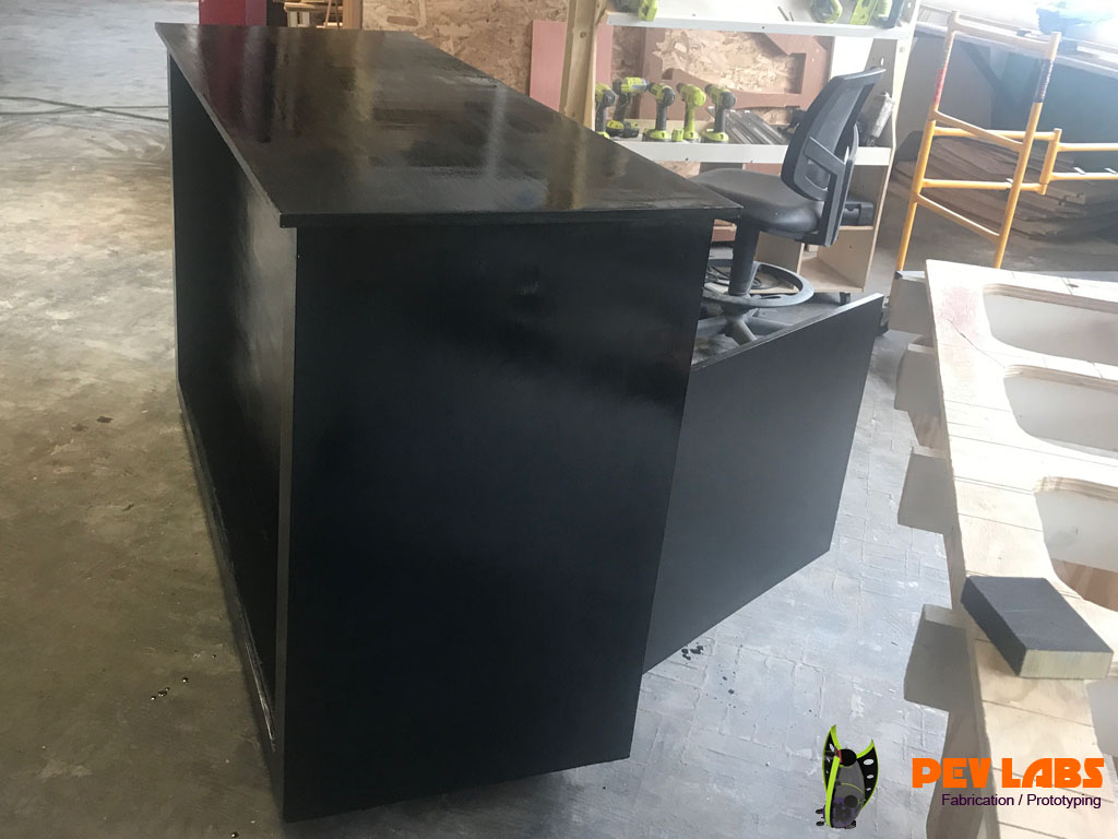 Customer Counter with Large Screen Recess